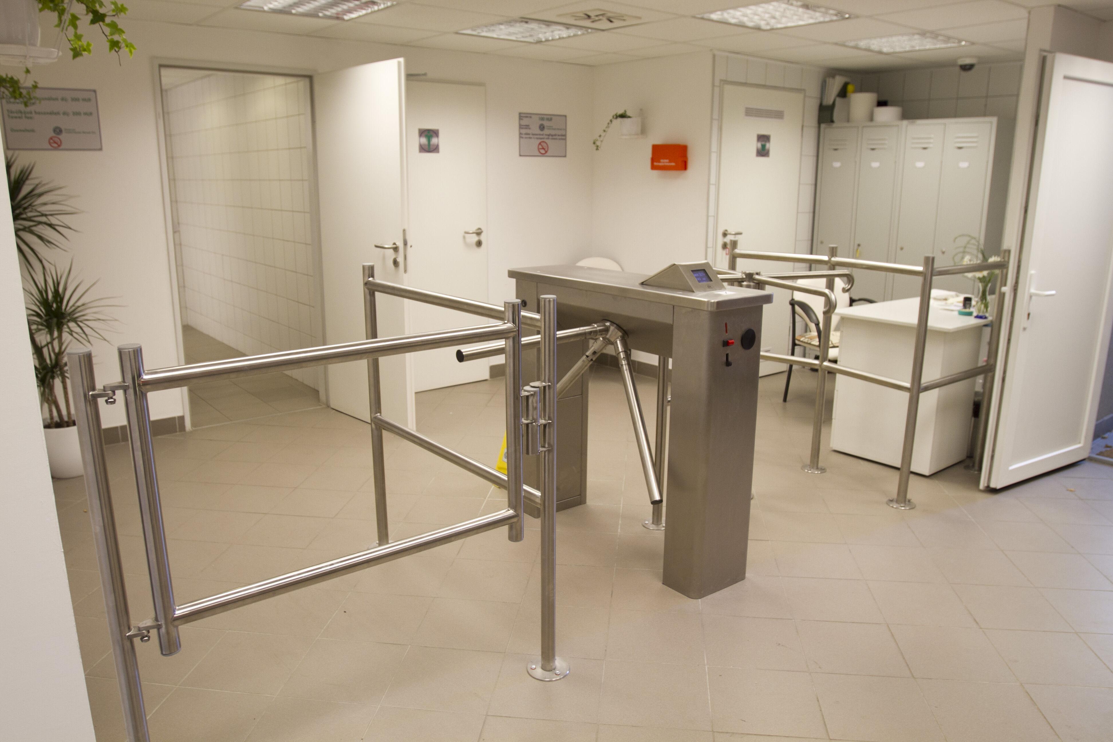 Forgóvillás beléptető, nyilvános WC